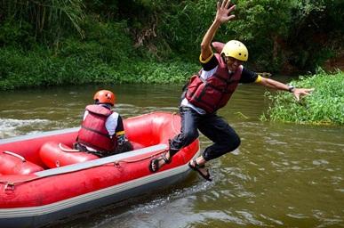Ketika Rombongan Wabup Kabupaten Bandung Menikmati Wisata Arung Jeram Bandung (3):  Goreng Jengkol, Ikan Asin, dan Sambal