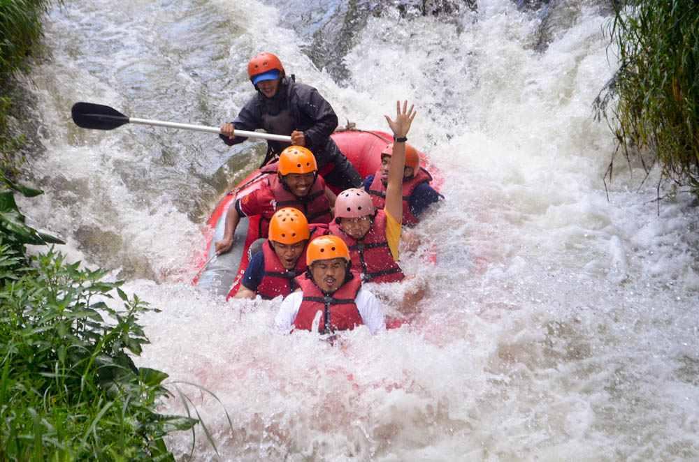 Meningkatkan Kebersamaan Tim OTTO Dengan Menikmati Rafting Outbound Bandung