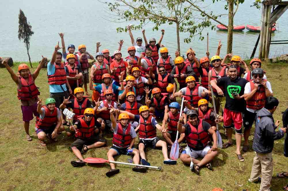 Byur!! Ini Serunya PT NPCT Rafting Bandung yang Mengesankan