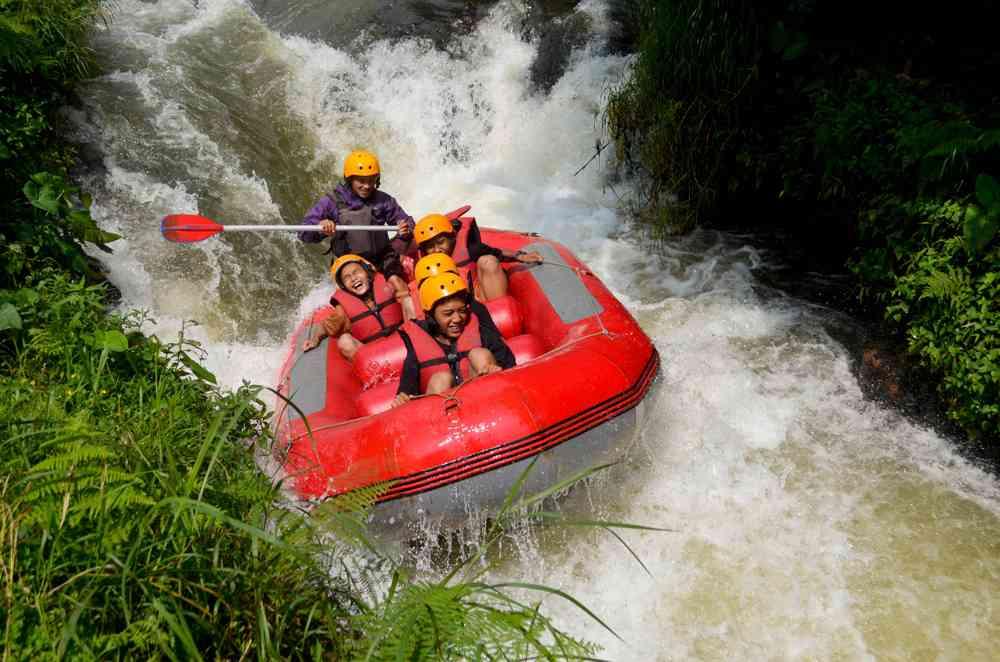 Rombongan INDOMART Menikmati Keseruan Paket Outbound Bandung bersama Elhaqi Adventure