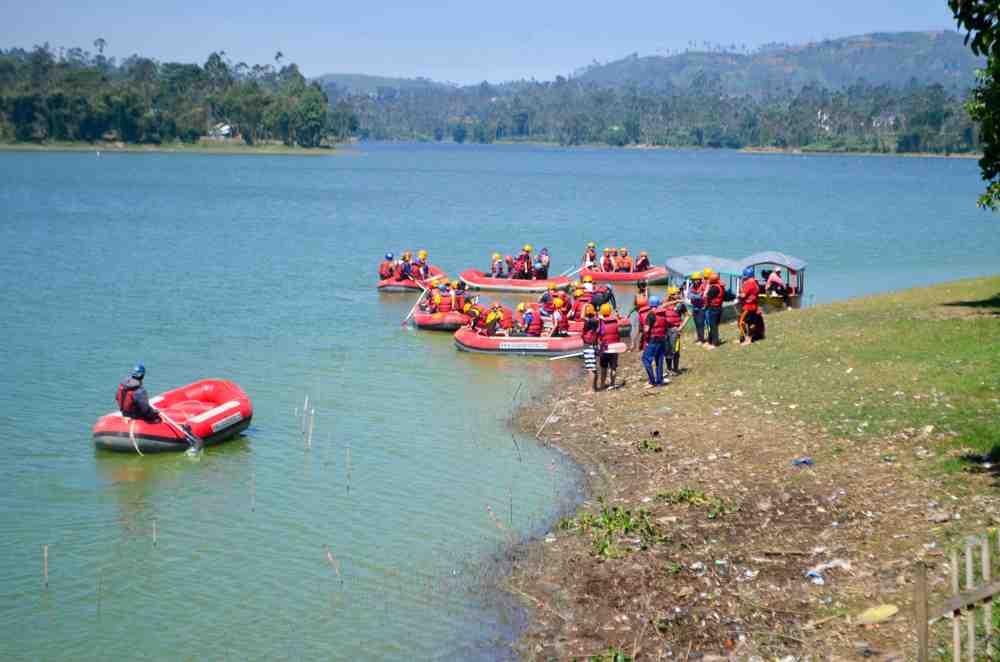 Rombongan Mahasiswa Malaysia UIN Mencoba Rafting Pangalengan Murah nan Seru Menyenangkan