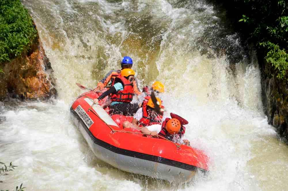 Tips Aman Menikmati Keseruan Rafting di Bandung