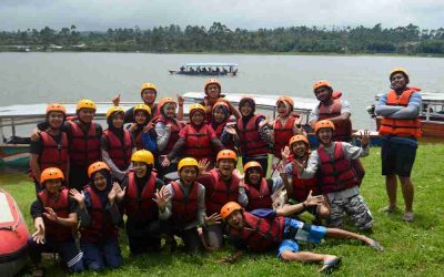 Unikom Coba Serunya Rafting Sungai Palayangan Bandung