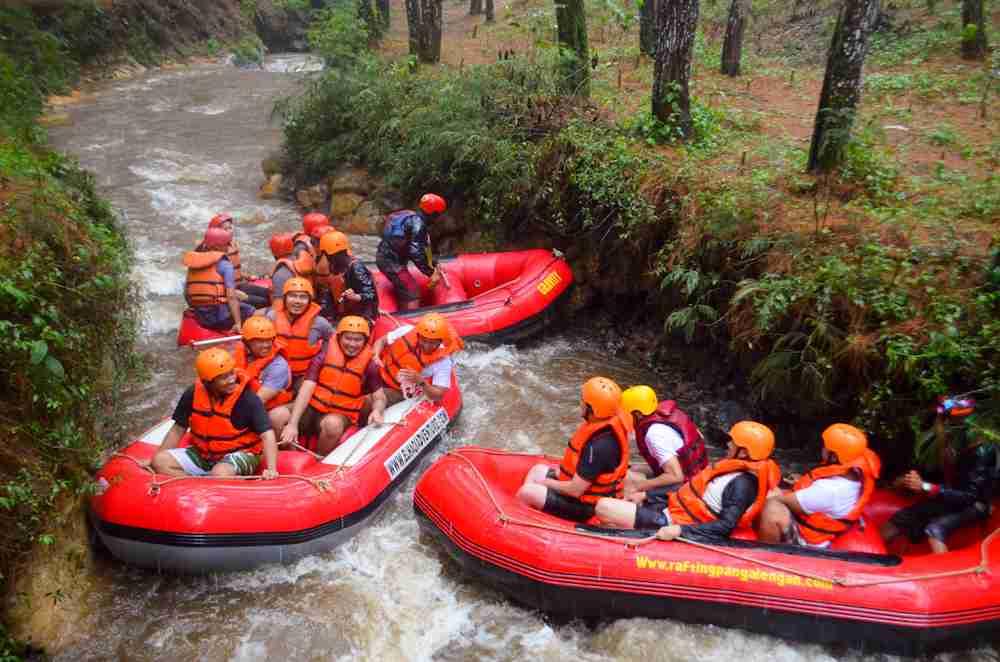 Pengalaman Asyik Rombongan AKKI Rafting di Bandung